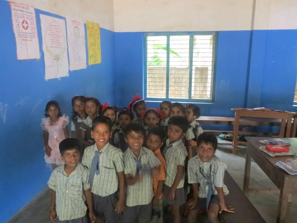 Katie teaching enthusiastic students¬
